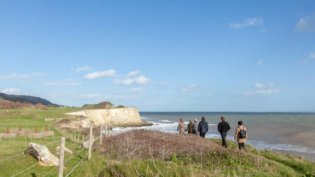 Walking by the sea on the Isle of Wight, Slow Travel Guide to the Isle of Wight